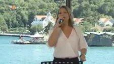 Deniz Çevik - Kardeşin Duymaz (Canlı Performans)