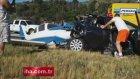 Otomobilin Üzerine Düşen Uçak