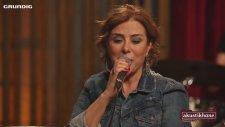 Zuhal Olcay - Kumsalda (Akustik Canlı Performans)