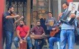 İstiklal Caddesi  Suriyeli Sokak Sanatçıları