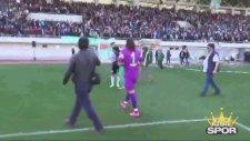 Kızına Mesaj Atan Futbolcuyu Döven Malzemeci