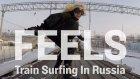 Trenler Üzerinde Sörf Yapan Adrenalin Manyağı Kadın