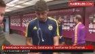 Fenerbahçenin  Malzemecisi, Galatasaray Taraftarına Orta Parmak Gösterdi