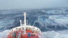 Okyanusta Dev Dalgalar
