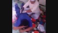 Iraklı Şifacının Hastaya Müdahalesi