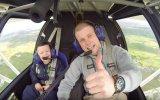 İlk Uçuş Deneyimini Abisiyle Birlikte Yaşayan Williams Sendromlu Çocuk