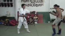 Sokak Dövüşçüsü Karate Hocasını Fena Dövdü