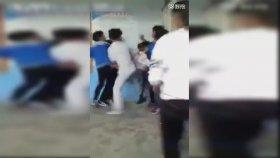 Öğrenciler Öğretmeni Tekme Tokat Dövdü