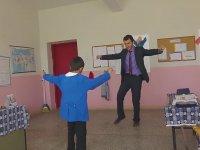 Öğretmen ve Öğrencinin Dans Kapışması
