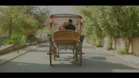Ankaralı Ebru - Aşk Bana Doğru Yürüyor
