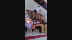 Düğün Salonuna Kayıkla İnerken Yere Düşen Çift