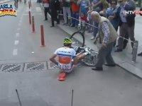 Düşen Bisikletçiye Yardımda Gecikmeyen Yurdum Amcası - Cumhurbaşkanlığı Bisiklet Turu