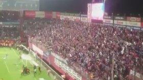 Sahaya Uçarak Gelen Trabzonspor Taraftarı