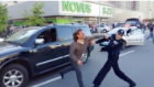 Eski Güreşçiyi 7 Polis Memuru Güçlükle Durdurabildi