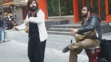 Koray Avcı-Hamam Tası Gümüşten Ankarada sokakta Coşuyorlar