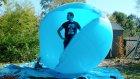 2 Metrelik Dev Balonun Ağır Çekim Görüntülerle İçinden Görünümü