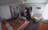 2 Yaşındaki Oğlunu Darth Vader Olarak Uyandırmak