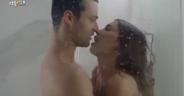 Duşta sıcak dakikalar duş sahnesi rekor kırdı  YouTube