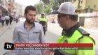 Kask Takmayan Sürücüye Ceza Yerine Kask Hediye Eden Trafik Polisi