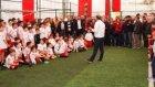 Eski futbolcu Tanju Çolak engelliler ile podyuma çıktı