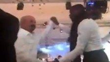 Eboue, Semih Kaya'nın düğününde çoştu