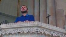 Kilisede Kafirun Suresini Okuyan Çılgın İmam