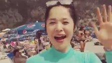 Dedeyi Kullanarak Koreli Kıza Yazmak