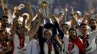 Şampiyon Beşiktaş Kupasını Kaldırdı