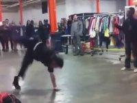 Sokak Dansçısı Genci Tokatlayan Amerikan Polisi