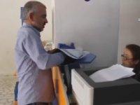 Fenerbahçeli Taraftarın Aziz Yıldırım'a Galatasaray Plaketi Göndermesi