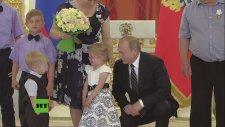 Küçük Kız Putin'i Görünce Korkudan Ağlamaya Başladı