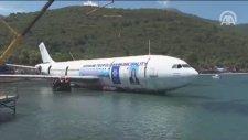 Batırılması Planlanan Dev Uçak Suya indirildi