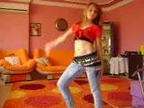 bu kız harika dans ediyor 2