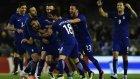 Yunan Futbolcu Ortada Sahadan Kaleciyi Fena Avladı