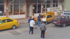 Taksici ile Vatandaşın Kavgası (Sopa İçerir)