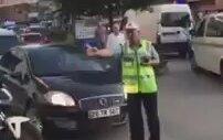 Ambulansı Durdurup Valiye Yol Veren Trafik Polisi