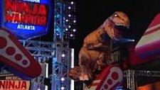 Şişme T-Rex'den Muhteşem American Ninja Warrior Parkuru Peformansı
