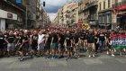 Macar taraftarlar Marsilya sokaklarını inletti