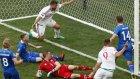 İzlandalı futbolcu Saevarsson'un kendi kalesine attığı gol