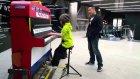 Londra'daki Sokak Piyanosunda Türk Marşı Çalan İzlandalı Ufaklık