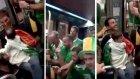 Tramvayda Karşılaştıkları Bebeğe Ninni Söyleyen İrlandalı Taraftarlar