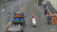Marc Marquez fotoğrafçının motosikletini aldı ve...