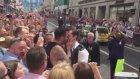 Eşcinsel Polisten Evlenme Teklifi