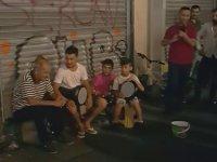 İstiklal Caddesi'nde Şarkı Söylerken Kendinden Geçen Dayı