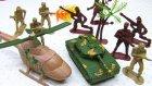 Oyuncak Askerler Helikopter Ve Tank ile Jandarma Oyuncakları ile Pepee Savaşıyor