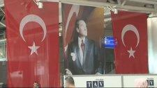 Atatürk Havalimanı'nda Bombanın Patladığı Yere Türk Bayrağı Asıldı