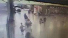 Atatürk Havalimanında Polisin Teröristi Vurma Anı (28 Haziran Salı 2016)