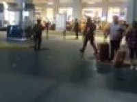 İstanbul Atatürk Havalimanı'nda Patlama ve Çatışma (Periscope Yayını)