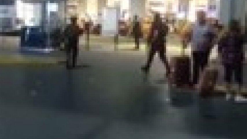 İstanbul Atatürk Havalimanı'nda Patlama ve Çatışma Periscope Yayını