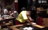 En Hızlı Masa Temizleyen Garson